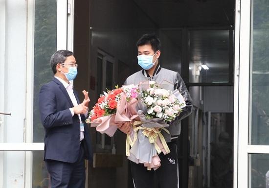 Bệnh nhân thứ 18 nhiễm Covid-19 được xuất viện - Ảnh 1