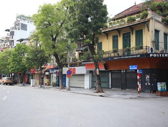 Hàng quán xung quanh bệnh viện Bạch Mai cửa đóng then cài giữa mùa dịch Covid-19 - Ảnh 11