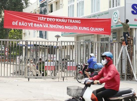 Hàng quán xung quanh bệnh viện Bạch Mai cửa đóng then cài giữa mùa dịch Covid-19 - Ảnh 4