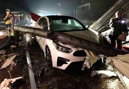 Mưa đá và dông lốc ở Yên Bái làm hư hỏng hơn 2.000 nhà dân, nhiều tuyến đường ngập úng cục bộ - Ảnh 1