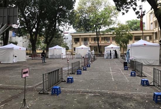 Cận cảnh trạm xét nghiệm nhanh Covid-19 ngoài cộng đồng tại Hà Nội - Ảnh 7