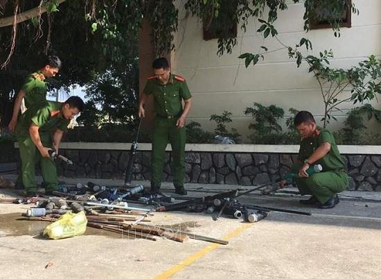 Gia Lai: Tiêu hủy 67 khẩu súng tự chế do người dân tự nguyện giao nộp - Ảnh 1