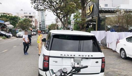 Tin tai nạn giao thông mới nhất ngày 8/3/2020: Tài xế xe sang bị phạt 22,5 triệu đồng vì tự lắp biển số giả - Ảnh 1