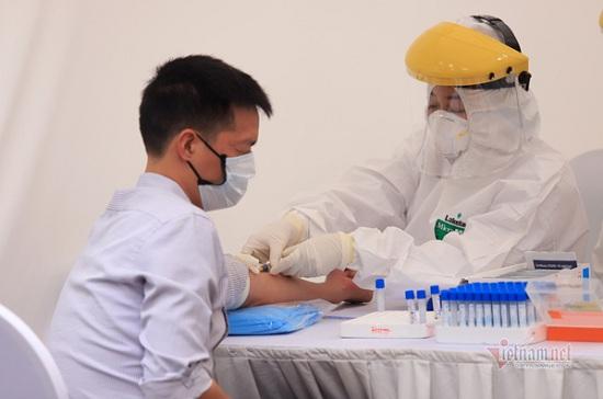 3 người nghi nhiễm Covid-19 qua test nhanh ở trạm dã chiến âm tính với virus SARS-CoV-2 - Ảnh 1