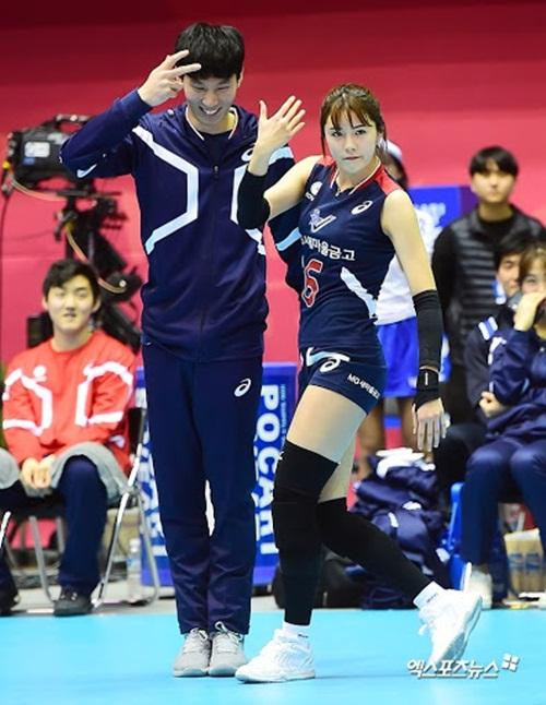 """""""Nữ thần bóng chuyền"""" Hàn Quốc gây sốt mạng xã hội vì vẻ ngoài xinh đẹp như búp bê cùng sở thích """"kỳ lạ"""" - Ảnh 10"""