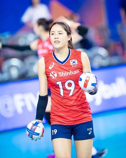 """""""Nữ thần bóng chuyền"""" Hàn Quốc gây sốt mạng xã hội vì vẻ ngoài xinh đẹp như búp bê cùng sở thích """"kỳ lạ"""" - Ảnh 2"""