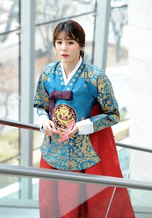 """""""Nữ thần bóng chuyền"""" Hàn Quốc gây sốt mạng xã hội vì vẻ ngoài xinh đẹp như búp bê cùng sở thích """"kỳ lạ"""" - Ảnh 4"""