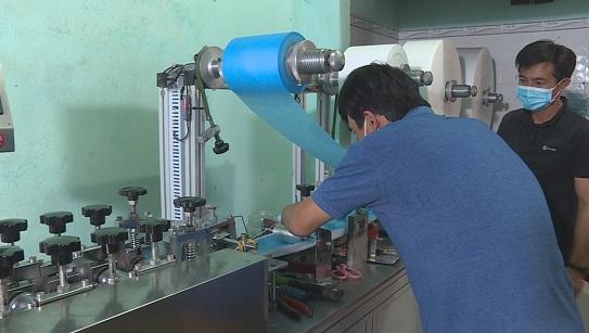 Đắk Lắk: Thu giữ 50.000 khẩu trang y tế của cơ sở sản xuất trái phép - Ảnh 1