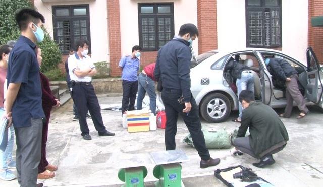 """Thừa Thiên- Huế: Người phụ nữ đi """"xế hộp"""" vận chuyển hơn 70kg thuốc nổ - Ảnh 1"""