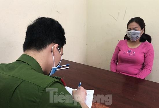 Lạng Sơn: Người phụ nữ bỏ trốn khỏi sới bạc khi bị đột kích đã ra đầu thú - Ảnh 1