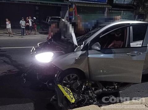 """Tin tai nạn giao thông mới nhất ngày 25/4/2020: Xe máy """"đối đầu"""" ô tô, 2 người tử vong - Ảnh 1"""