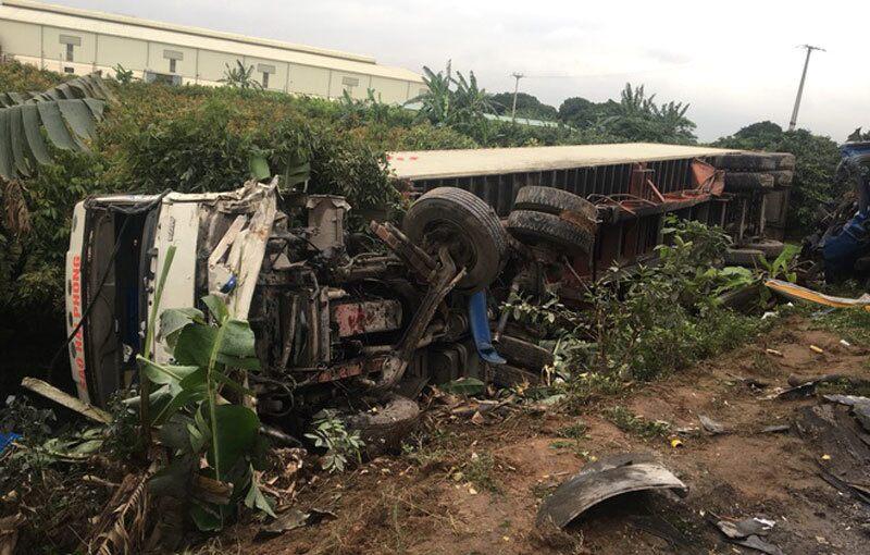 Tin tai nạn giao thông mới nhất ngày 26/4/2020: Nam thanh niên ngã ra đường, bị xe tải cán tử vong - Ảnh 2
