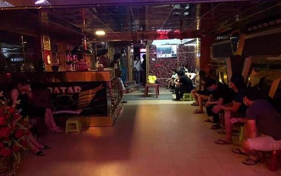 """Đà Nẵng: Bắt quả tang 9 con nghiện vào quán karaoke để """"bay lắc"""" - Ảnh 1"""