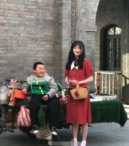 """Tăng cân hậu chia tay bạn trai """"CEO rởm"""", Trịnh Sảng gây thương nhớ trong ảnh chụp vội - Ảnh 1"""