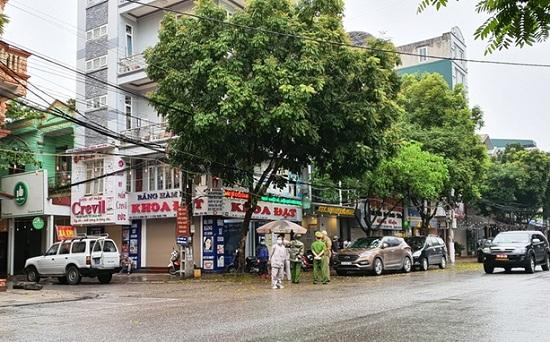 Bệnh nhân 237 đi uống rượu, làm răng gần khách sạn khi lưu trú ở Ninh Bình - Ảnh 1