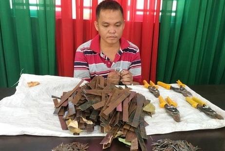 """Đồng Nai: Bắt quả tang chủ tiệm sửa xe hóa """"đinh tặc"""" rải đinh trên quốc lộ 51 - Ảnh 1"""