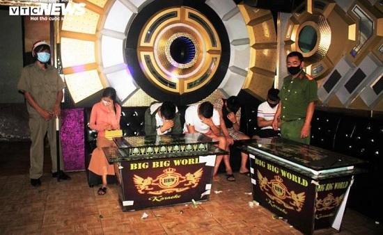 Quán karaoke chứa nhiều thanh niên phê ma túy bị tước giấy phép kinh doanh - Ảnh 1