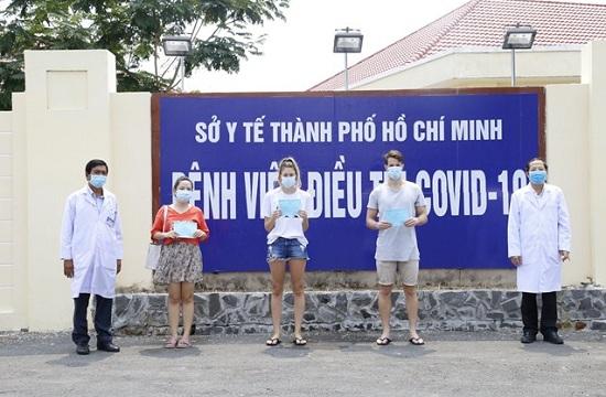 Thêm 4 bệnh nhân mắc Covid-19 được công bố khỏi bệnh, tỉ lệ khỏi bệnh ở Việt Nam đạt 50% - Ảnh 1