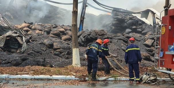 """Bà Rịa- Vũng Tàu: """"Bà hỏa"""" ghé thăm kho chứa gần 15.000 tấn hạt điều, thiệt hại khoảng 400 tỷ đồng - Ảnh 1"""