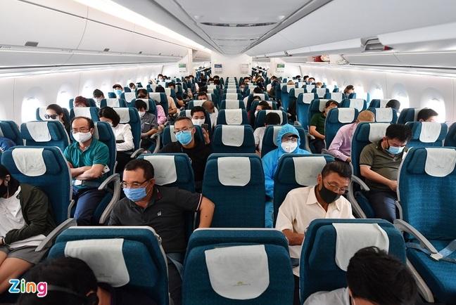 Cục Hàng không yêu cầu các hãng hàng không chỉ được bán tối đa 80% số ghế - Ảnh 1
