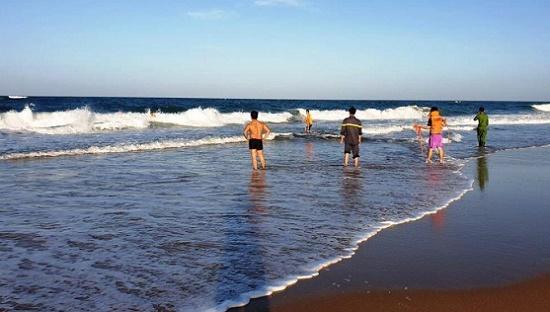 Quảng Ninh: Tìm thấy thi thể một trong hai cháu bé đuổi nước khi tắm biển ở Quan Lạn - Ảnh 1