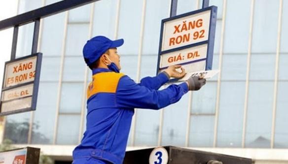 Giá xăng tăng trở lại sau 8 lần giảm liên tiếp - Ảnh 1