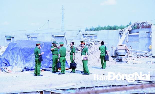 Vụ sập tường 10 người chết ở Đồng Nai: Công an tỉnh khám nghiệm hiện trường - Ảnh 1