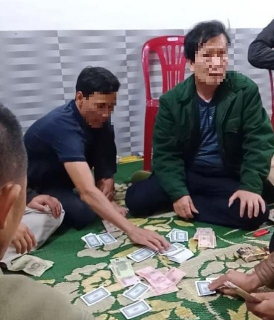 Chủ tịch xã đánh bạc trong thời gian cách ly xã hội bị xử phạt hành chính 2 triệu đồng - Ảnh 1