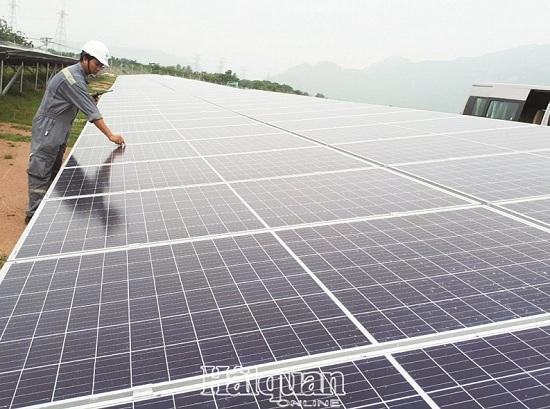 """Nhà đầu tư ngoại """"thâu tóm"""" dự án điện mặt trời: Bộ Công thương nói gì? - Ảnh 1"""
