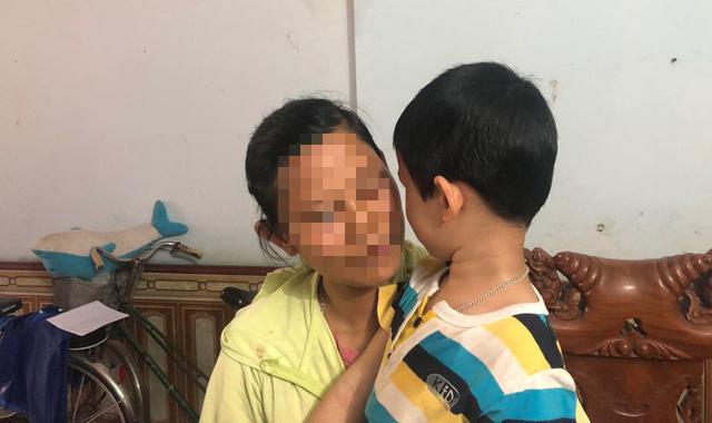 Tin tức thời sự mới nóng nhất hôm nay 21/5/2020: Thắt lòng lời phân trần của mẹ bé trai bị bố bỏ rơi tại tòa án - Ảnh 1