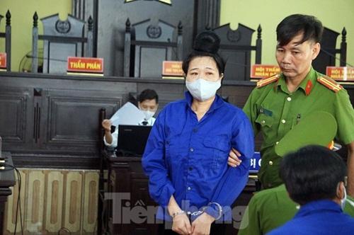Những hình ảnh đầu tiên tại phiên tòa xét xử 12 bị cáo trong vụ gian lận thi cử ở Sơn La - Ảnh 5