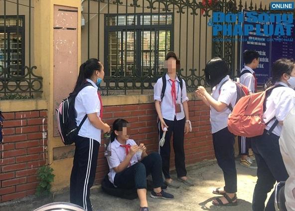 """Chủ tịch Hà Nội yêu cầu kiểm tra vụ trường khóa cửa lớp, học sinh """"đội nắng"""" chờ phụ huynh đến đón - Ảnh 2"""