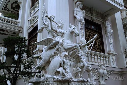 """Choáng ngợp với độ xa hoa tại lâu đài """"Lan Khoa Khuê"""" mang phong cách Hy Lạp của đại gia Nam Định - Ảnh 4"""