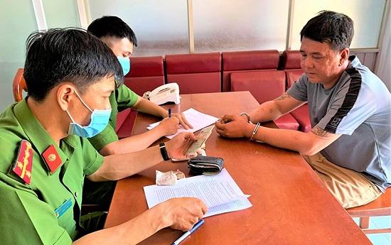Đắk Lắk: Bắt giữ đối tượng cưỡng đoạt tiền của tiểu thương chợ tạm - Ảnh 1