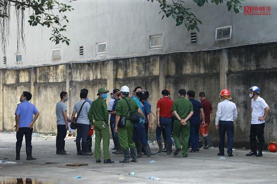 Khám nghiệm hiện trường vụ cháy kinh hoàng 3 người tử vong ở Gia Lâm - Ảnh 1