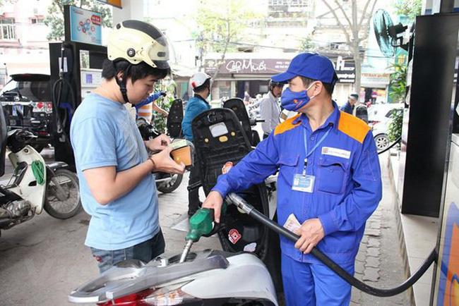 Giá xăng tăng gần 1.000 đồng/lít lên hơn 13.000 đồng - Ảnh 1