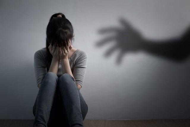 Bị cấm đi chơi, bé gái 14 tuổi viết đơn tố bố đẻ xâm hại tình dục - Ảnh 1