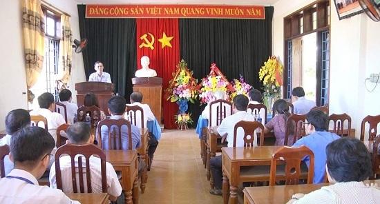 Quảng Trị: Kỷ luật hiệu trưởng phát tán tài liệu, tụ tập luyện giáo phái lạ - Ảnh 1