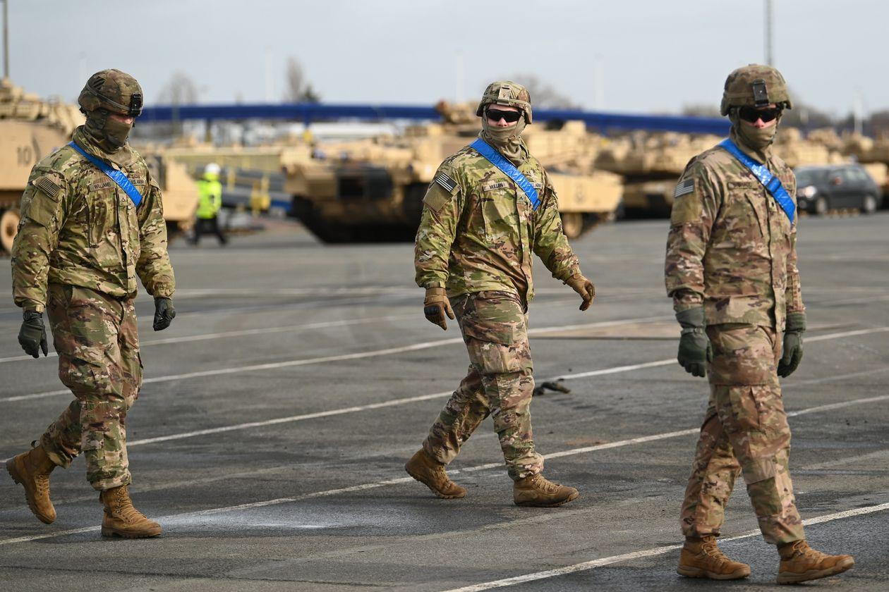 Bất đồng với bà Merkel, Tổng thống Trump ra lệnh rút 9.500 quân khỏi Đức - Ảnh 1