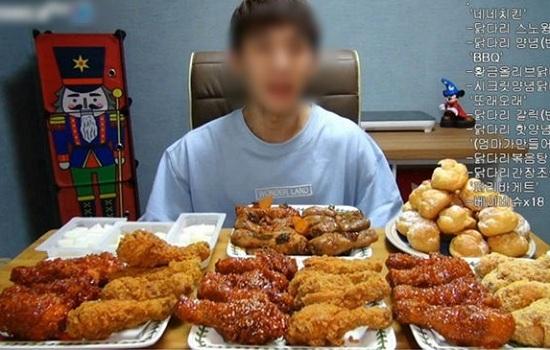 Sau nửa năm làm nghề, mukbanger Trung Quốc tử vong do ăn quá nhiều đồ dầu mỡ - Ảnh 1