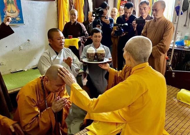 """Sau gần 20 năm """"lèo lái"""" Tôn Hoa Sen, Chủ tịch Lê Phước Vũ xuất gia, tìm hiểu Phật pháp - Ảnh 1"""