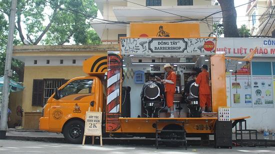 Tiệm cắt tóc sinh viên đặc biệt giá 2.000 đồng - Ảnh 2