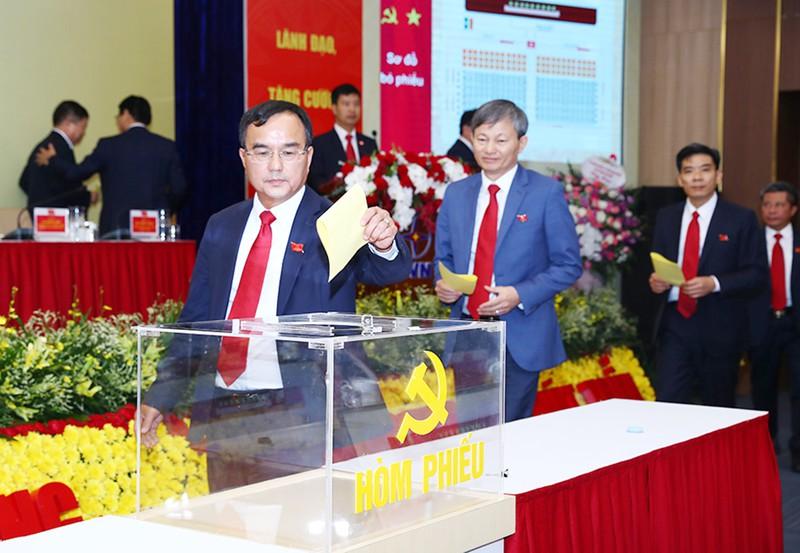 Chủ tịch Hội đồng thành viên EVN Dương Quang Thanh tái cử Bí thư Đảng ủy nhiệm kỳ 2020-2025 - Ảnh 1
