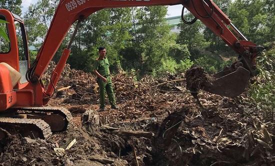 Thu gom hơn 13 tấn chất thải công nghiệp chưa qua xử lý trong khu vực công ty Đài Loan - Ảnh 1