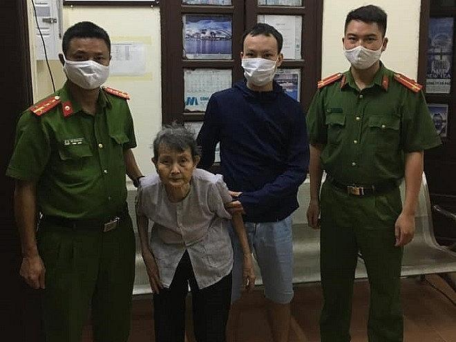 Công an Hà Nội giúp cụ bà đi lạc trở về an toàn với gia đình - Ảnh 1