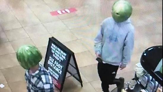 """Cộng đồng mạng rần rần chia sẻ hình ảnh băng trộm """"đầu dưa hấu"""" đầy kỳ quặc  - Ảnh 1"""