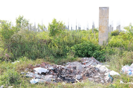 Cận cảnh dự án đại học Hoa Lư hơn 400 tỷ đồng cả thập kỷ vẫn bỏ hoang, thành nơi chăn bò, đổ phế thải - Ảnh 2