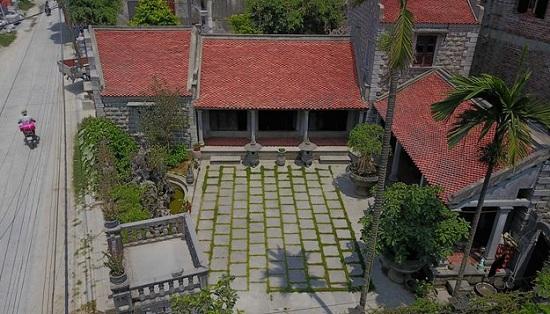 Mãn nhãn với lối kiến trúc độc đáo của ngôi nhà đá gần trăm tuổi giá chục tỷ đồng ở Ninh Bình - Ảnh 1