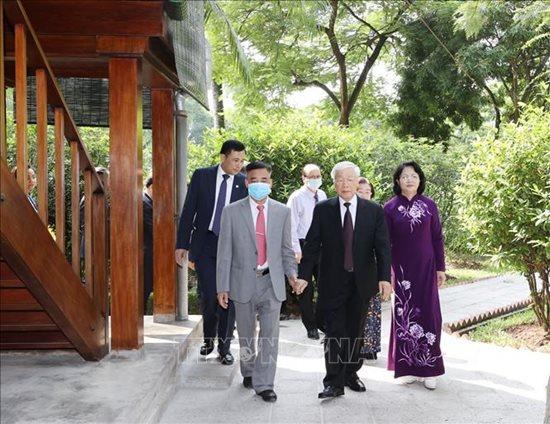 Tổng Bí thư, Chủ tịch nước Nguyễn Phú Trọng dâng hương tưởng niệm Chủ tịch Hồ Chí Minh - Ảnh 1
