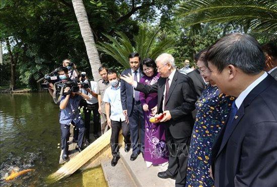 Tổng Bí thư, Chủ tịch nước Nguyễn Phú Trọng dâng hương tưởng niệm Chủ tịch Hồ Chí Minh - Ảnh 3
